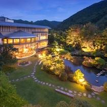 【夏の庭園】2000坪の日本庭園は全部屋からご覧頂けます