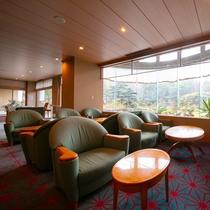 【ラウンジ-ウィステリア-】 お部屋とはまた異なった景色を眺めつつ、ご歓談にご利用くださいませ