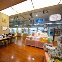 【売店-MIMI-】 福島の名産品やオリジナル商品など幅広く販売。思い出をお持ち帰りしてみませんか?
