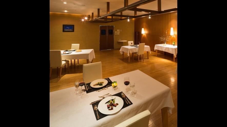 広々として開放的なレストラン