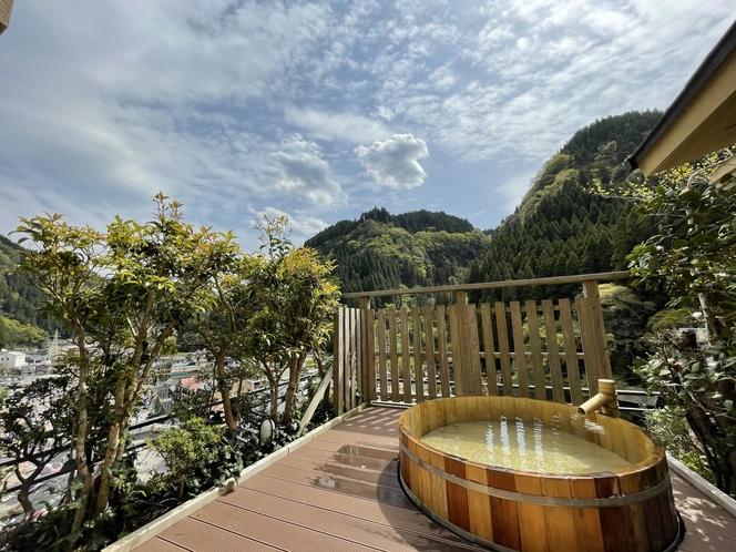 【露天風呂付プレミアムルーム】露天風呂からの眺め
