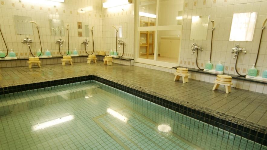 天然温泉「白馬栂池温泉」の大浴場です。