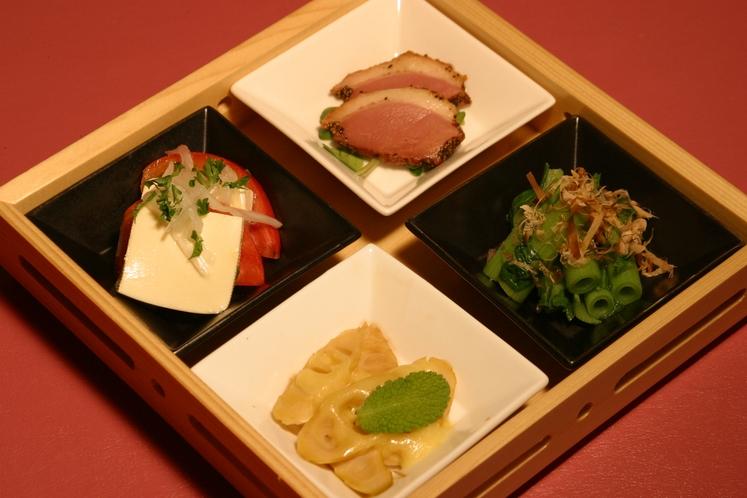 【夕食一例】色とりどりの前菜・四点盛り。