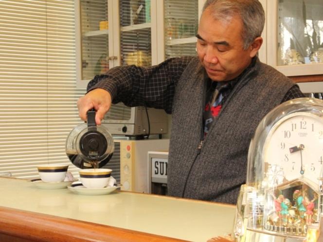 オーナーが丁寧にコーヒーをお淹れいたします。