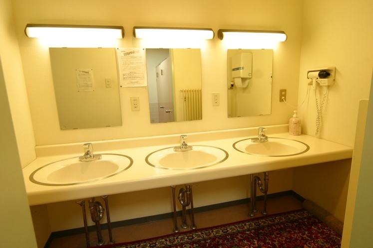 共同洗面所。