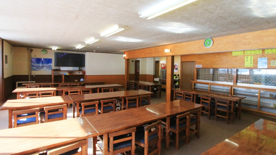お昼にはレストハウスに早変わりの食堂