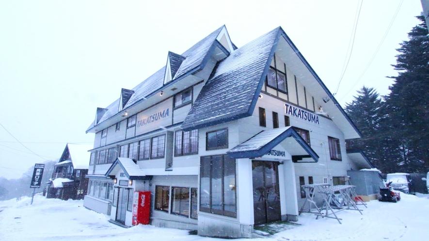 戸隠スキー場が目の前の当館