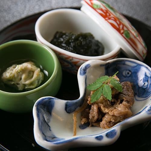 【ご朝食一例】 *ふきやの朝食は「釜炊きごはん」が主役。時雨煮、わさびでごはんがまた違う味わいに。