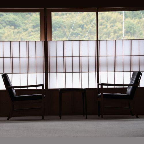 【お部屋より】 *北欧の巨匠デザインの椅子にもたれ、山並みをお楽しみ下さい!