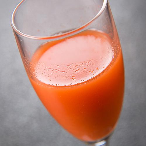【ご朝食一例】 *ご朝食でお出しするジュース。前日たくさんお召し上がりいただいたお腹にも優しい朝を。