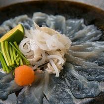 【お造り一例】 *1月のお料理、「河豚薄造り 浅月 すだち」和食の神髄、魚をお造りでどうぞ。
