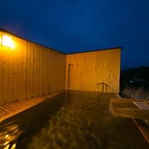 【貸切露天風呂:一例】 *3つの貸切風呂と岩造りの露天風呂、大浴場と、お風呂だけで7種類のお楽しみ。