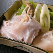 【鍋物一例】 *旬の食材と毎月替わる日本料理を、和を感じるお部屋で心置きなくお楽しみください。