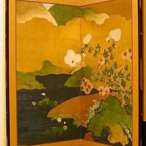 【「ふきや」を彩るアンティーク】 *屏風。湯河原開湯以来、大切につながれていく伝統をまもります。
