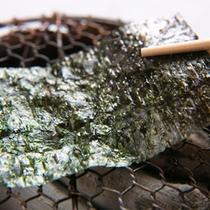 【ご朝食一例】 *三重県産の「桑名海苔」を備長炭の火鉢で炙り、海苔本来の香りもお楽しみいただきます。