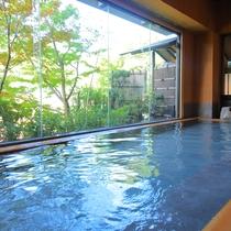 【大浴場】湯河原の山々の四季がお楽しみいただけます。男女入替制です。