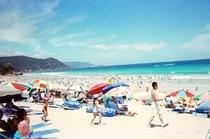水質バツグン!夏の白浜大浜海水浴場。クラゲが出ない為9月後半まで泳げる。