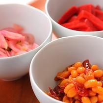 地元名産の「日の菜」「赤こんにゃく」「エビ豆」は和洋朝食でご提供♪
