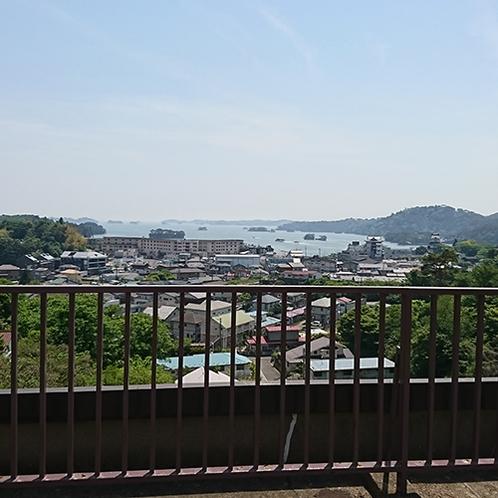 屋上展望台からは松島湾を一望できます。