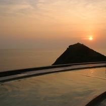 夕陽の沈む展望温泉