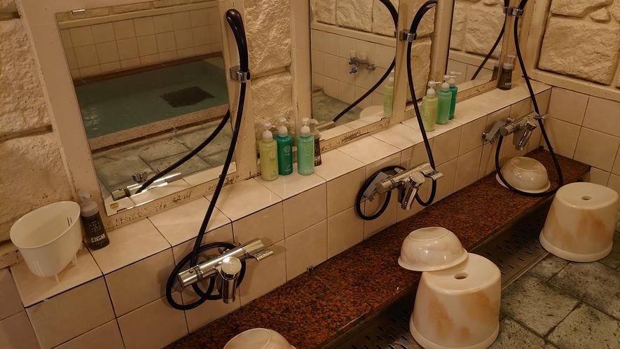 女性浴場はカランが3か所でございます。