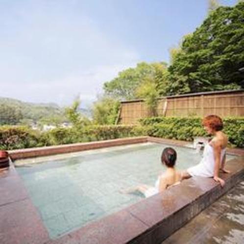 貸切露天風呂『石』から修善寺の街並みをご覧いただけます。