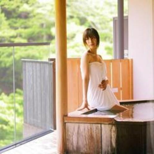 露天風呂付きお部屋の専用露天風呂。