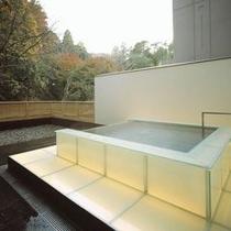 光の露天風呂 昼