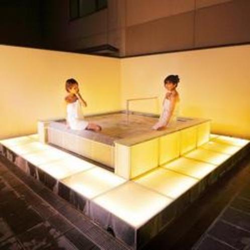 当館のシンボル『光の露天風呂』