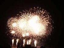 屋上からの花火です。海側のお部屋は花火がご覧頂けます