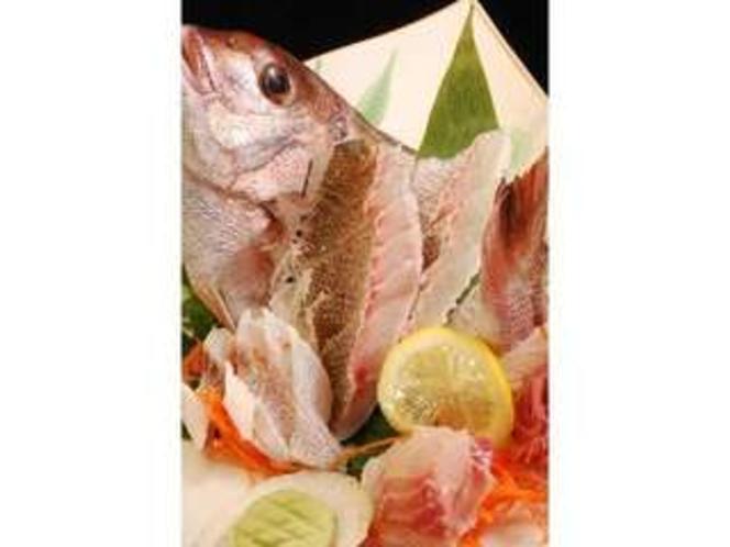 別注 お祝いにどうぞ。尾かしら付き鯛のお造り(一例)