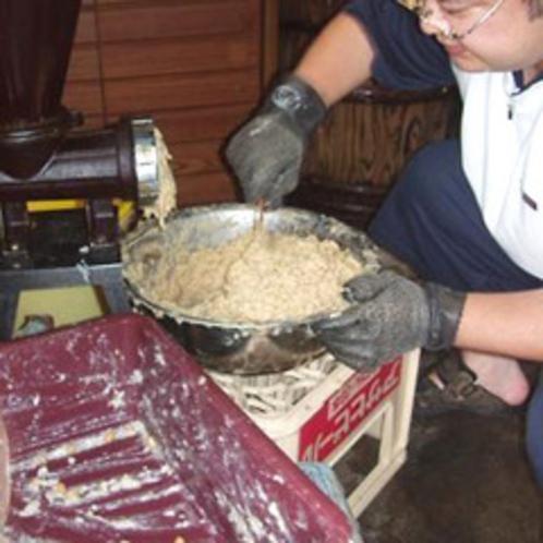 桜荘の味噌作り 07