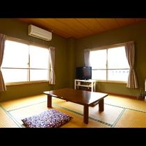 《和室8畳》窓から望める展望をお楽しみ下さい。