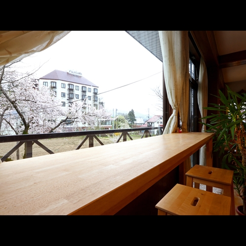 レストランからは四季で移り変わる景色をお楽しみ頂けます。