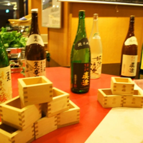 和食夕食会場では地酒を升酒でご用意