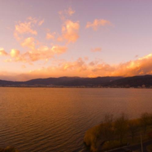 諏訪湖の夕日は風情たっぷりです