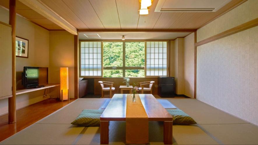 ★和室10畳<24平米/トイレ付>遠く山々が連なる、落ち着いた和室