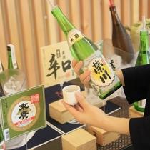 【日本酒バー「KAKU-UCHI」】ロビーでちょっとずつ、おいしい日本酒を飲み比べて♪