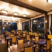 【レストラン】夜はシックに、落ち着いた雰囲気で