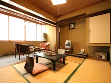 【リーズナブルに泊まれるお部屋】別館和室8畳(縁側2畳含)