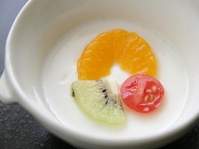 春の夕食2015年。新鮮フルーツ入りの杏仁豆腐。