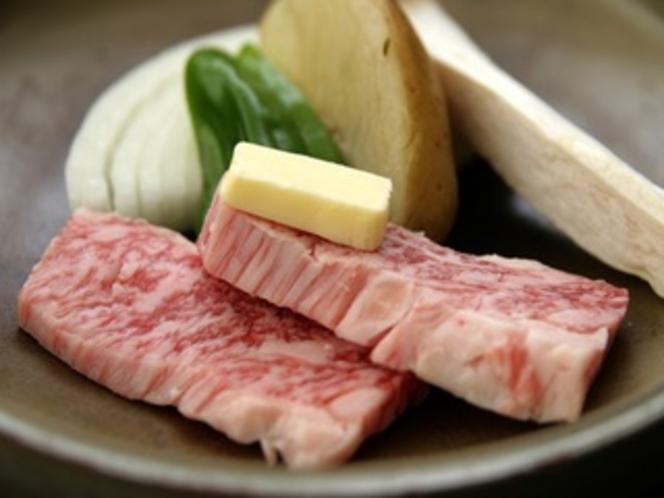 岩手県産牛の陶板焼き。