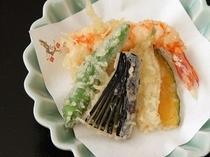 春の夕食2015年。揚げたてカリカリの天ぷら。