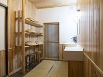 別館 畳風呂 釜(かま)の湯 脱衣所