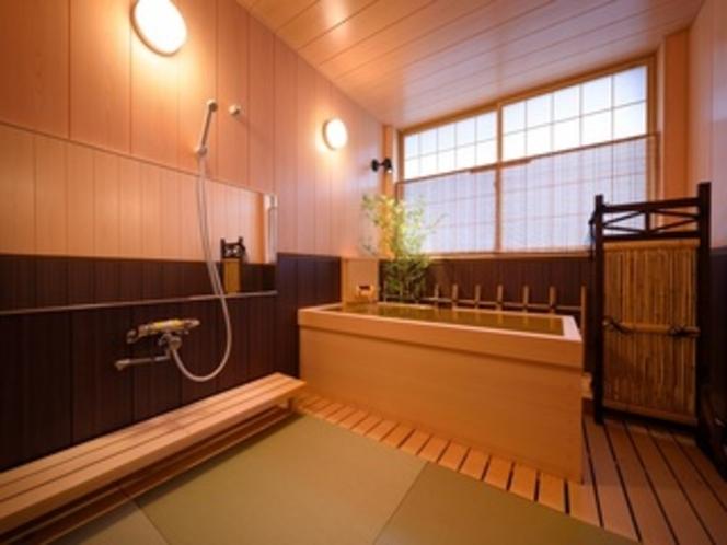 特別室「葉山」のひのき風呂。