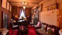 *【ロビー】アンティーク家具と名画に囲まれた館内。大人の為のこだわり隠れ家で至福のひと時を。