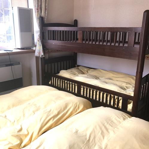 洋室客室4は2段ベッドがついています