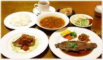 (夕食例)当ペンションの夕食料理は、洋食のコースとなっております。