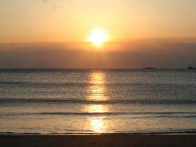 弓ヶ浜海岸 徒歩約8分。花火は夜10時まで。小さな花火なら民宿の玄関前でもOK!