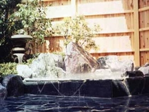 貸切温泉☆露天風呂 夜6時30分より貸切できます。民宿ですので大浴場はありませんがご家族水入らずで!